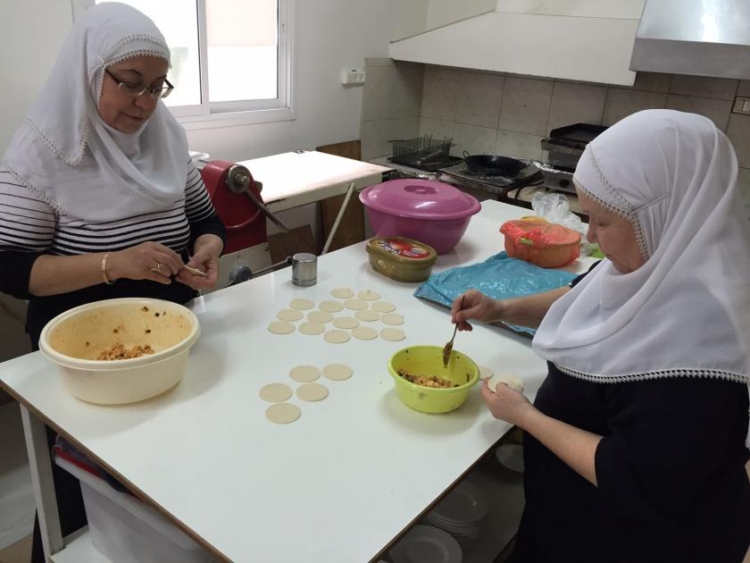 סוד הקסם של המקום - מטבח ביתי בעבודת יד